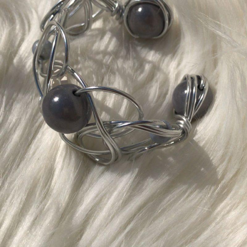 Aluminium armband met kralen